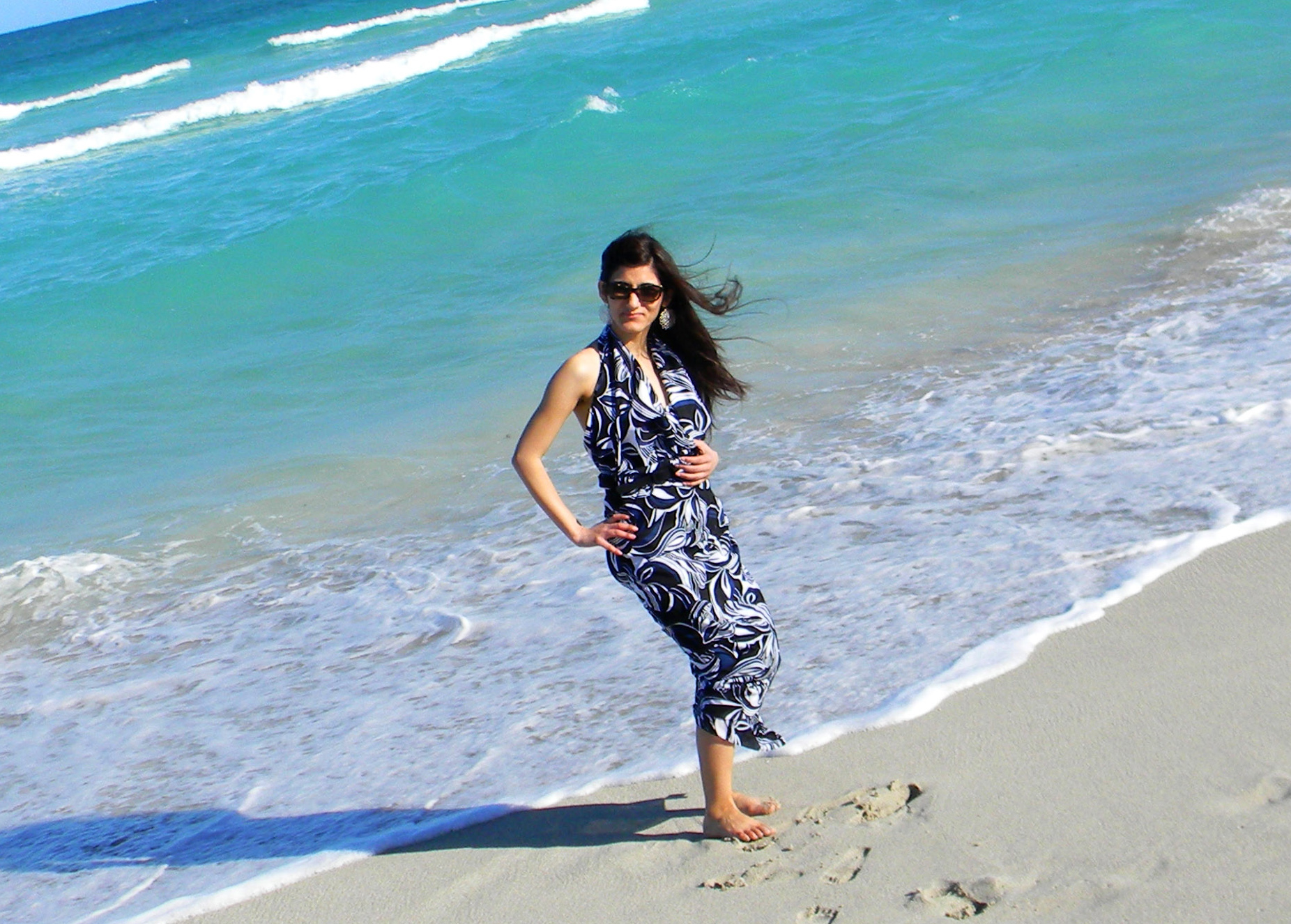 blue_printed_maxi_dress_miami_fashion_girl_woman_young_sexy_hot_chic_fashionable_sunglasses_spring_break