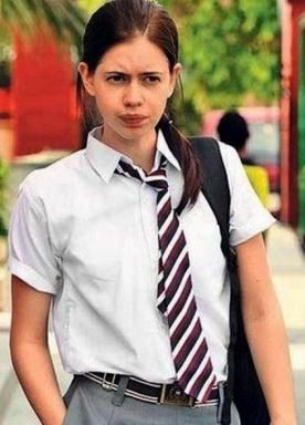dev_d_school_girl_look_kalki_bollywood_actress