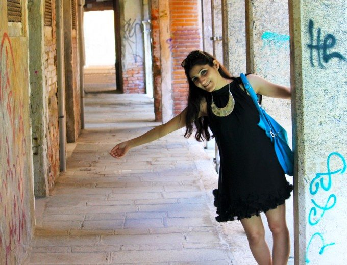 little_black_dress_lbd_casual_statement_lacy_heels_necklace_day_venice_party_travel_look_style_fashion_shilpa_ahuja_blue_bag_chic