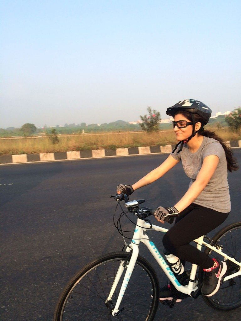 long_distance_cycling_for_beginners_tips_cycle_how_To_shilpa_ahuja_biking_hybrid_bike_ride_riding_gloves_montra_sunglasses_fitness_health_sipper_helmet_2