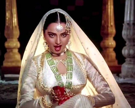 rakha_umrao_jaan_chalte_in_aankhon_ki_masti_beautiful_most_iconic_movie_actress_heroine_look_desi_bollywood