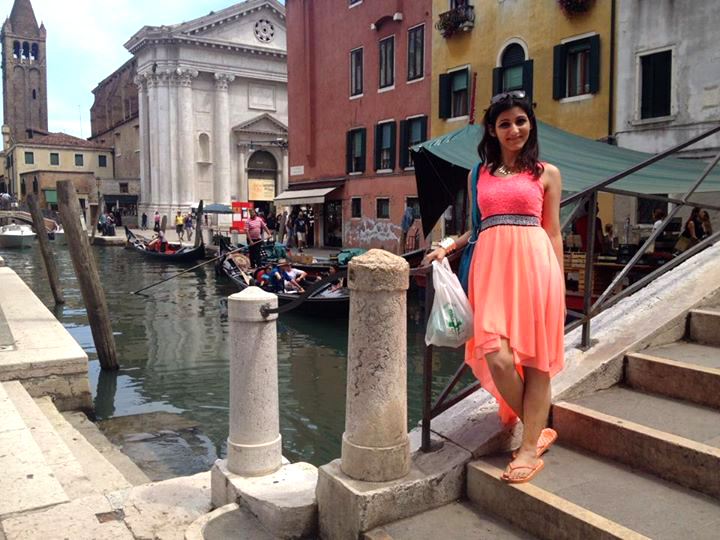 shopping_in_venice_travel_guide_traveling_traveler_tourism_europe_best_grand_canal_jewelry_murano_beautiful_girl_shilpa_ahuja_3