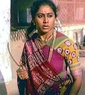 smita_patil_mirch_masala_village_girl_look