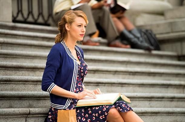 blake_lively_age_of_adaline_vintage_fashion_look_style_1972_retro_old_movie_hollywood_100_years_wavy_hair_1_blue_dress