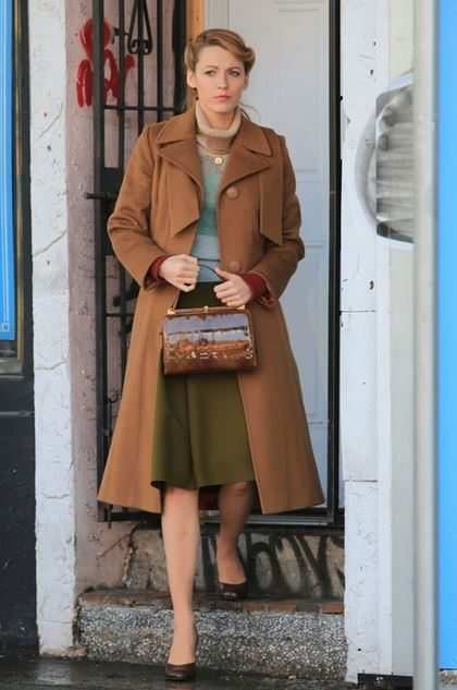 blake_lively_age_of_adaline_vintage_fashion_look_style_1972_retro_old_movie_hollywood_100_years_wavy_hair_brown_jacket_1