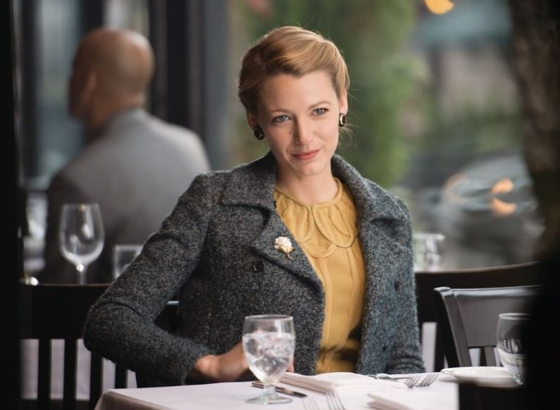 blake_lively_age_of_adaline_vintage_fashion_look_style_2015_retro_old_movie_hollywood_100_years_wavy_hair_1_grey_jacket