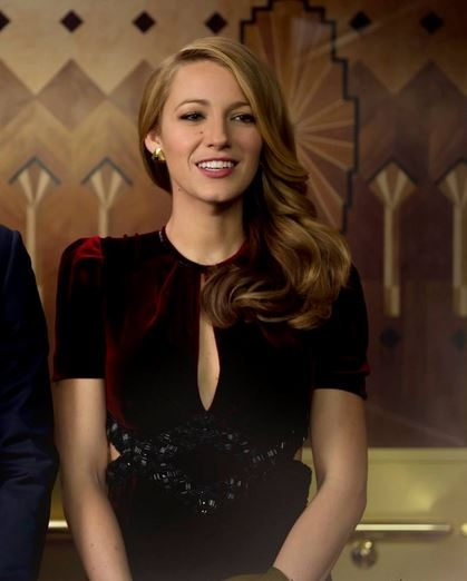 blake_lively_age_of_adaline_vintage_fashion_look_style_2015_retro_old_movie_hollywood_100_years_wavy_hair_velvet_party_dress_magenta_1