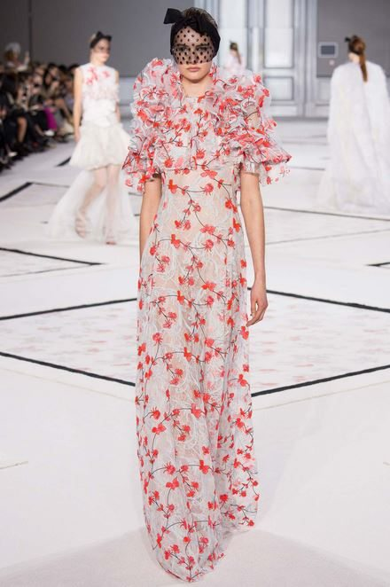 giambattista_valli_spring_summer_2015_runway_haute_couture_collection_model_flowers_dress_trend_white_pink_1
