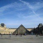 louvre_museum_musee_tour_travel_tourism_paris_france_europe_popular_landmark_glass_pyramid_modern_courtyard
