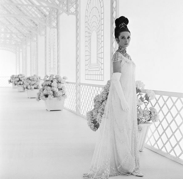 most_iconic_hollywood_white_dress_movie_actress_audrey_hepburn_gown_beaded_ballroom_crystal_my_fair_lady_1