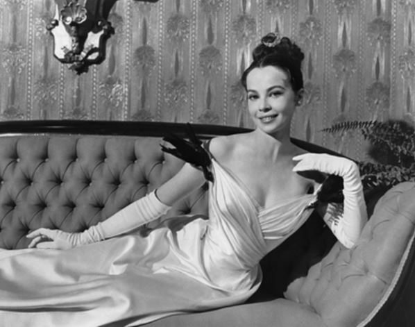 most_iconic_hollywood_white_dress_movie_actress_leslie_caron_gigi