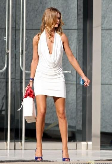 most_iconic_hollywood_white_dress_movie_actress_rosie_huntington_transformers_3_the_dark_moon_sexy_hot_1