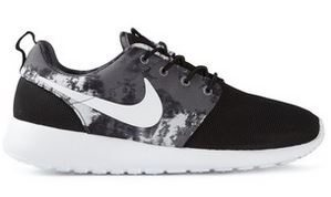 nike_roche_one_trainers_running_shoes_sneakers_wear_wardrobe_essential_items