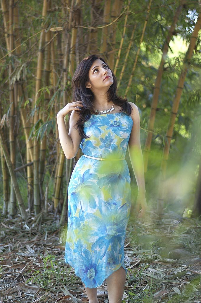 shilpa_ahuja_girl_fun_model_spring_flower_print_blue_dress_summer_chiffon_fashion_style_lifestyle
