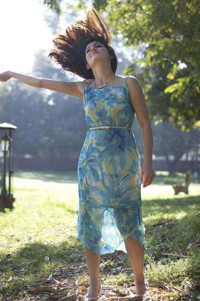 shilpa_ahuja_spring_flower_print_blue_dress_summer_chiffon_fashion_style_lifestyle