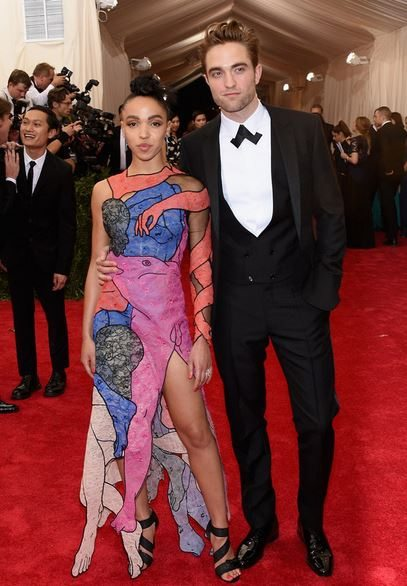 2015_met_gala_gown_dress_outfit_fka_twigs_art_painting_print_pink_male_arm_legs_robert_pattinson
