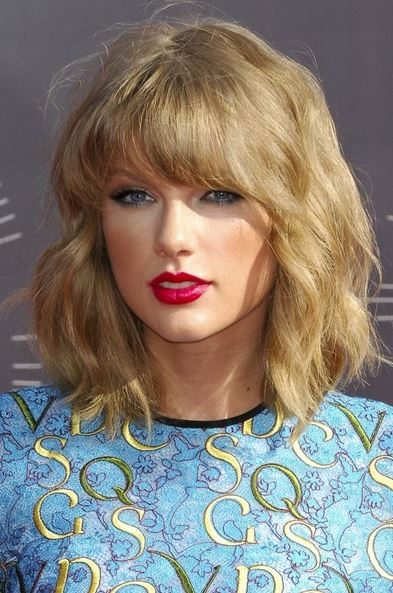 haircut_hairstyle_spring_summer_latest2015_womens_celebrity_fashion_style_taylor_swift_medium_wavy_short_bangs