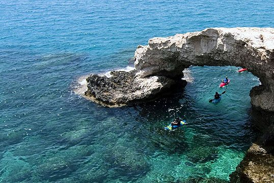 kayaking_summer_outdoot_activity_top_best_international_destinations_water_sport_greece_cyclades_milos