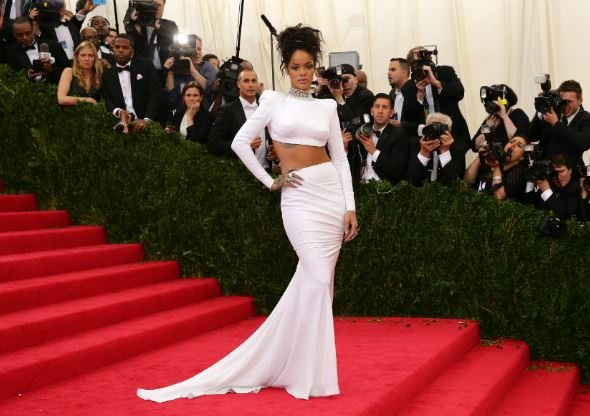 rihanna_met_gala_white_crop_rib_backless_dress_2014_red_carpet_celebrity