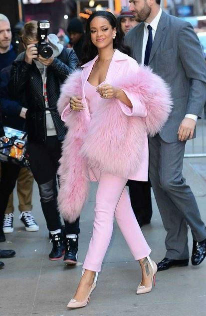rihanna_street_style_dress_best_look_ever_pink_trousers_pants_fur_coat_fresh_young_look_march_2015