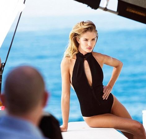 rosie_huntington_black_onepiece_swimsuit_monokini_harpers_bazaar_photoshoot_swim_wear