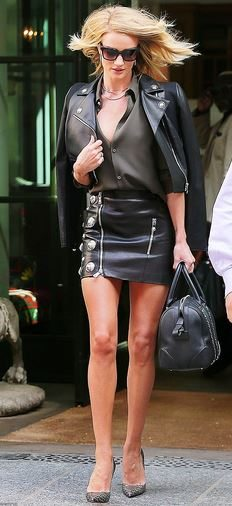rosie_huntington_whitley_tonight_show_black_leather_jacket_mini_skirt_victorias_secret_angel_walk_sexy_hot_2