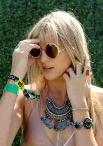silver_bib_statement_necklace_designer_coachella_2015_fashion_style_look2