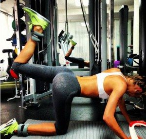 victorias_secret_candice_swanepoel_butt_workout_gym_exercise_angel_plank