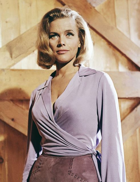 bond_girl_fashion_best_ever_sexy_hot_outfit_dress_goldfinger_pussy_galore_honor_blackman