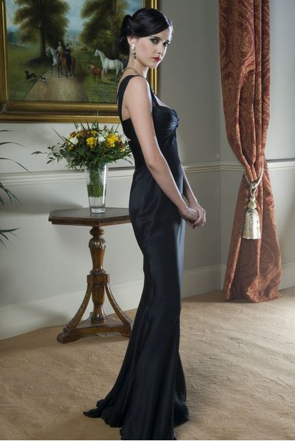 bond_girl_fashion_best_ever_sexy_hot_outfit_dress_gown_deep_neck_black_eva_green_casino_royale_long