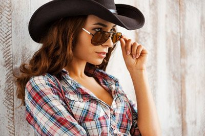 how_to_dress_for_the_casino_sexy_cowboy_tomboy_wild_west_style_dress_outfit_fashion_dress_appropriate_elegant_evening_night_1