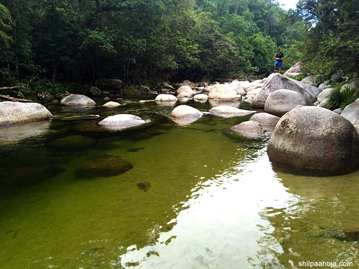 mossman_gorge_rocks_green_cairns_queensland_australia_tourism_trip_travel_planning_things_to_do_activities_how_to_beautiful_water_lake