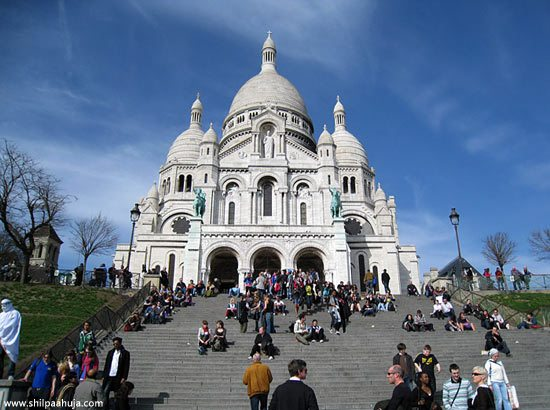 paris_montmartre_basilica_of_sacre-coeur_hill_france_monument_white_big_building_church_dome_tourism_travel_spot_things_to_do_guide