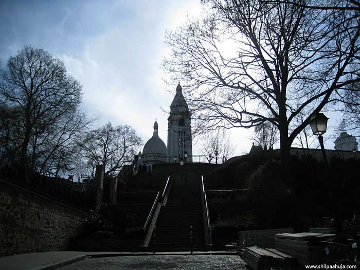 paris_montmartre_basilica_of_sacre-coeur_hill_france_monument_white_big_building_church_dome_tourism_travel_things_to_do