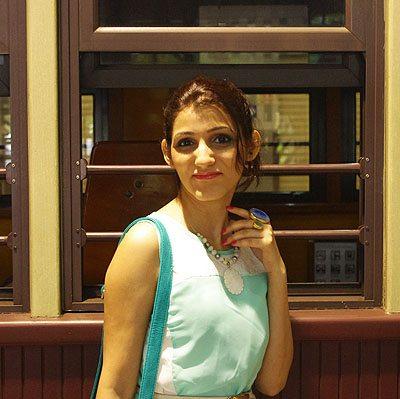 shilpa_ahuja_look_mint_green_dress_maxi_slit_belt_train_australia_kuranda_railway_big_ring_necklace_turquoise_bag