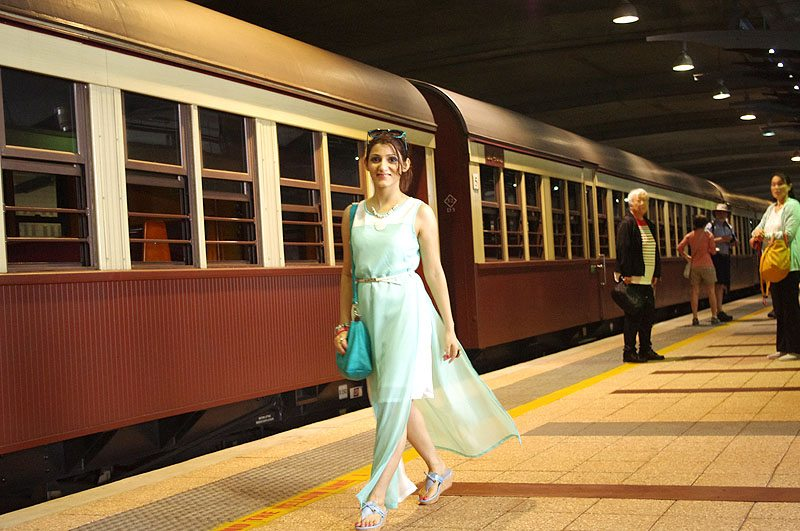 shilpa_ahuja_look_mint_green_dress_maxi_slit_belt_train_australia_kuranda_railway_blue_heels_walking
