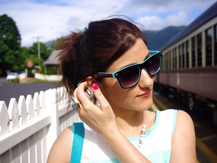shilpa_ahuja_look_mint_green_dress_maxi_slit_belt_train_australia_makeup_necklace_retro_sunglasses_