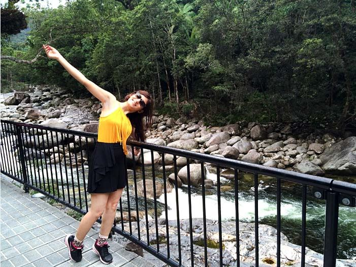 shilpa_ahuja_yellow_top_black_shorts_look_australia_river_having_fun_fringe_model_mustard_mossman_gorge