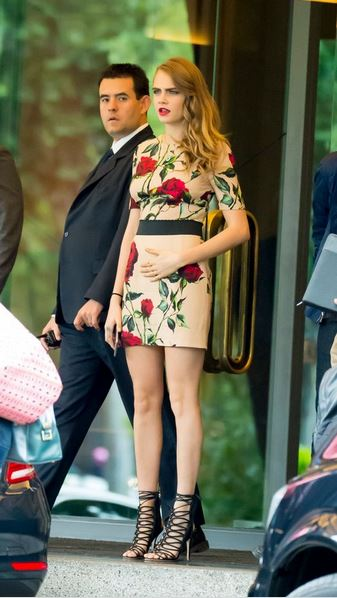 cara_delevingne_movie_dolce_gabbana_promotion_paper_towns_rose_dress