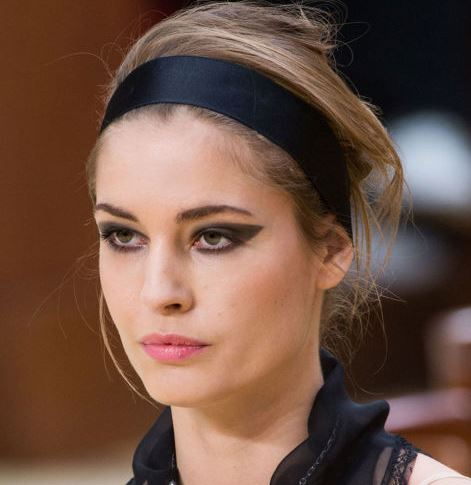eyeliner_makeup_latest_trends_fall_winter_2015_2016_chanel_cat_outer_black