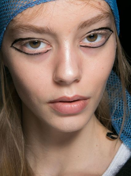 eyeliner_makeup_latest_trends_fall_winter_2015_2016_dkny_cat_outer_black