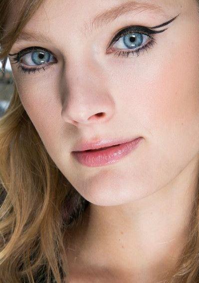eyeliner_makeup_latest_trends_fall_winter_2015_2016_mugler_wing_black