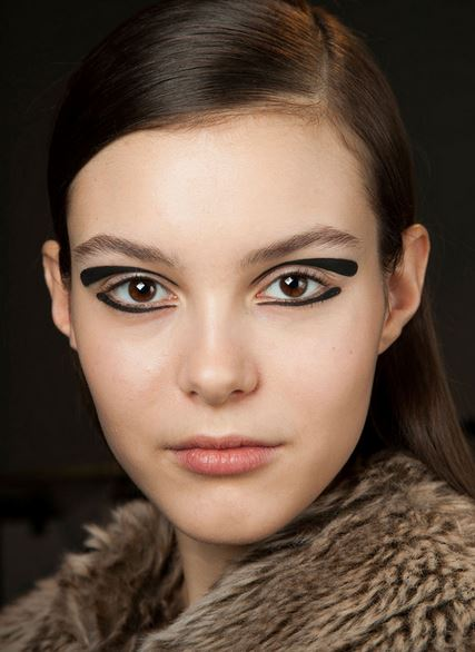 eyeliner_makeup_latest_trends_fall_winter_2015_2016_rochas_cat_outer_black