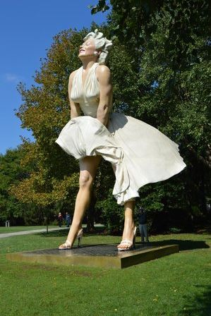 forever_marilyn_monroe_statue_sculpture_new_jersey_city_giant_palm_springs_white_dress