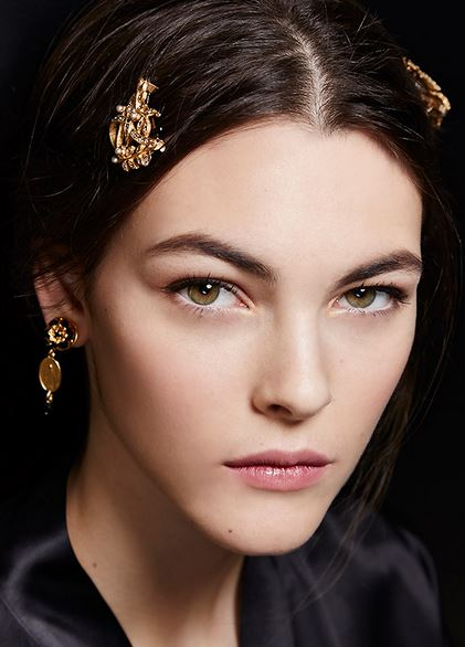 makeup_trends_fall_winter_2015_2016_blush_pink_dolce_and_gabbana_beauty_light_day_look
