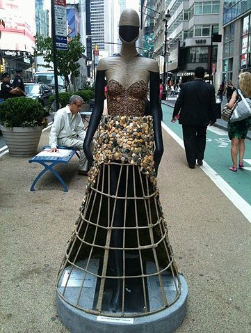 mannequin_catwalk_sidewalk_garment_district_statue_sculpture_new_york_city_dress_designer