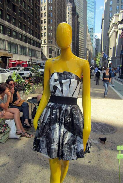 mannequin_catwalk_sidewalk_statue_sculpture_new_york_city_dress_designer_garment_district_donna_karan