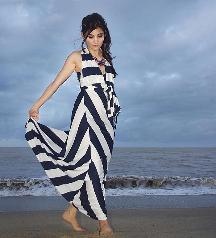 shilpa_ahuja_blogger_fashion_nautical_boho_look_fishtail_braid_maxi_dress_beach_outfit_dress_navy_white_sexy