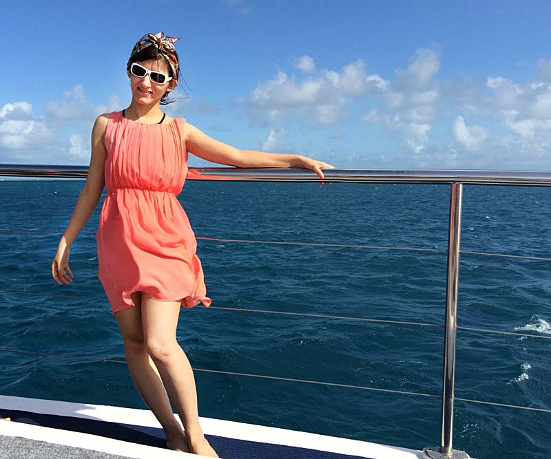 shilpa_ahuja_music_video_dive_into_great_barrier_reef_australia_water_having_fun_bandanna_pink_dress