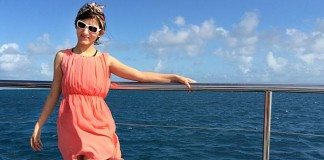 shilpa_ahuja_music_video_dive_into_great_barrier_reef_australia_water_having_fun_bandanna_pink_dress_